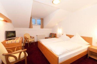 linde-hotelzimmer-bayerischer-wald-dreibett-gaestehaus-410