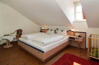 linde-hotelzimmer-gasthof-bayerischerwald-appartement-wohnung-schlafzimmer-410