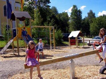 lindenhof-familienurlaub-hotel-kinderspielplatz