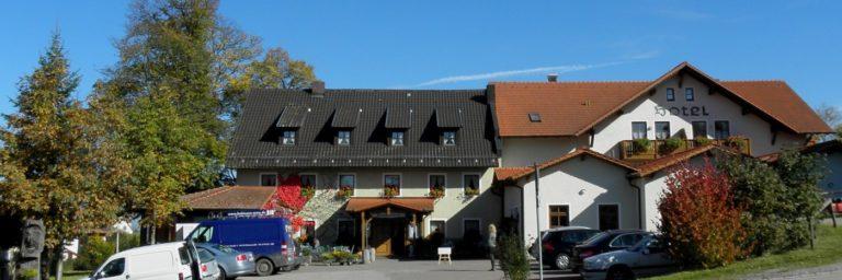 lindenhof-hotel-gasthof-regensburg-biergarten-oberpfalz-breitbild-1400