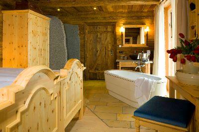 luxus-chalet-berge-bayren-badewanne-bett