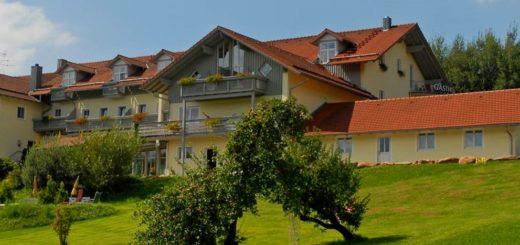 miethanner-gesundheitsurlaub-hotel-viechtach-hoellensteinsee-breitbild-1400