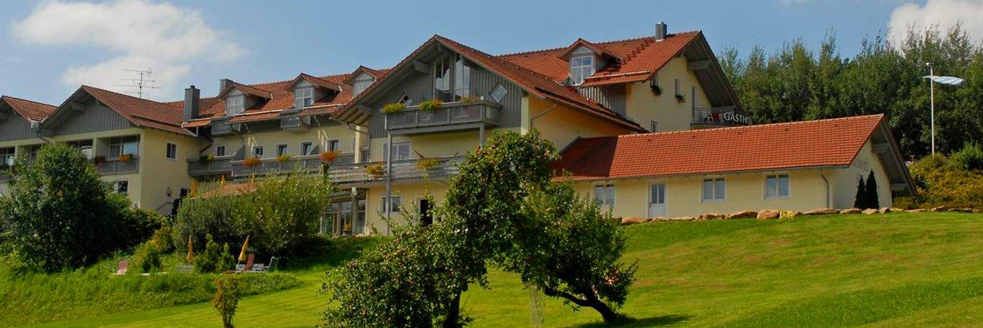 bayern landhotel in deutschland am see mit wellness schwimmteich. Black Bedroom Furniture Sets. Home Design Ideas