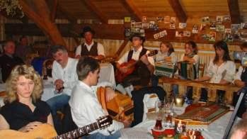 Volksmusikant und Volkssänger Singen, Musizieren & Zuhören Musikanten-Stammtisch treffen sich Musikanten, Gesangsgruppen, G´stanzlsänger, Hochzeitslader und Humoristen