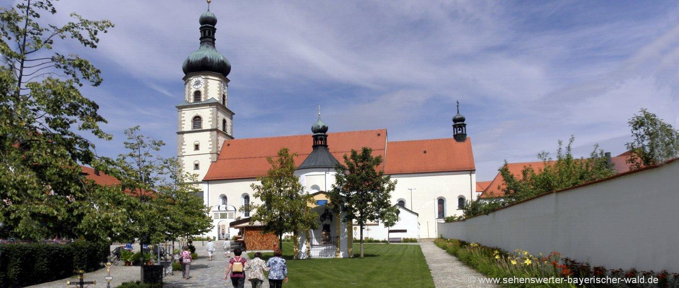 Wallfahrtsort Neukirchen beim Heiligen Blut Wallfahrtskirche in Bayern