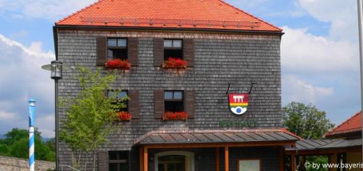 ausflugsziele-neureichenau-sehenswürdigkeiten-bayerischer-wald-rathaus-touristinfo