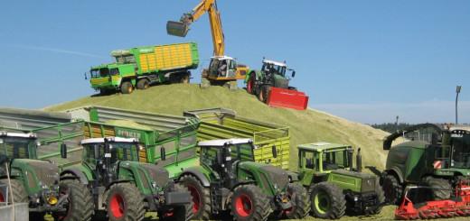 paulus-bauernhof-bayerischer-wald-traktor-mitfahren-maschinenpark