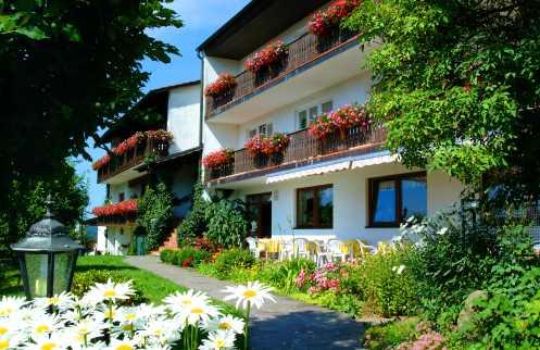 Heilfasten & Gesundheitsseminare in Bayern - Bild ID: pension-maria-falkenstein-bayerischer-wald-ansicht