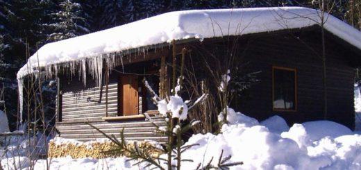 plattenhöhe-einsame-einfache-ferienhütten-winterurlaub