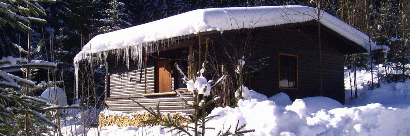 einfache Ferienhütte in Bayren einsame Berghütte im Bayerischen Wald