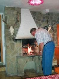 Ferienwohnung mit Kaminofen - Grillmöglichkeit offener Kamin im Keller des Hauses