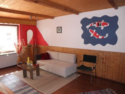 raith-ferienwohnung-wohnbereich-couch-2-personen-deutschland