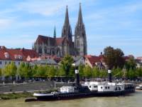 Regensburg an der Donau - Regensburger Dom mit steinerner Brücke