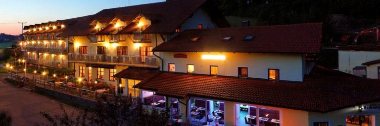 reibener-hof-wellness-spahotel-straubing-niederbayern-breitbild-1400