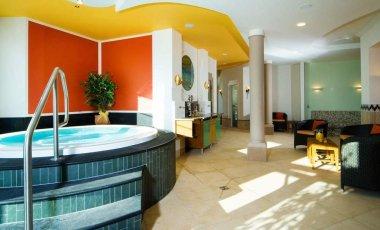 reinerhof-wellnesshotel-niederbayern-sauna-pool-380