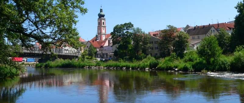 Rodinger Kirche am Fluss Regen im Regental