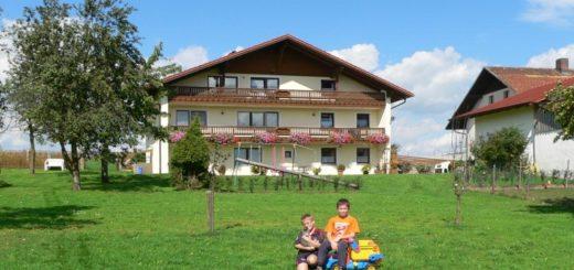 schambeck-walderbach-familienfreundlicher-bauernhofurlaub-panorama-1400