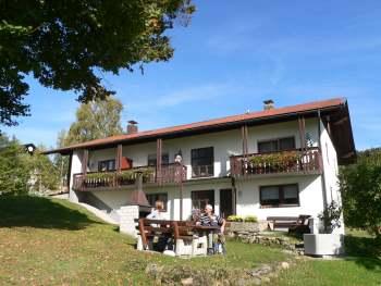 schreder-pension-lindberg-nationalpark-bayerischer-wald-garten-pension