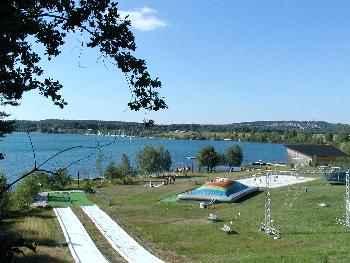Steinberger See mit Moving Ground und Wasserskianlage