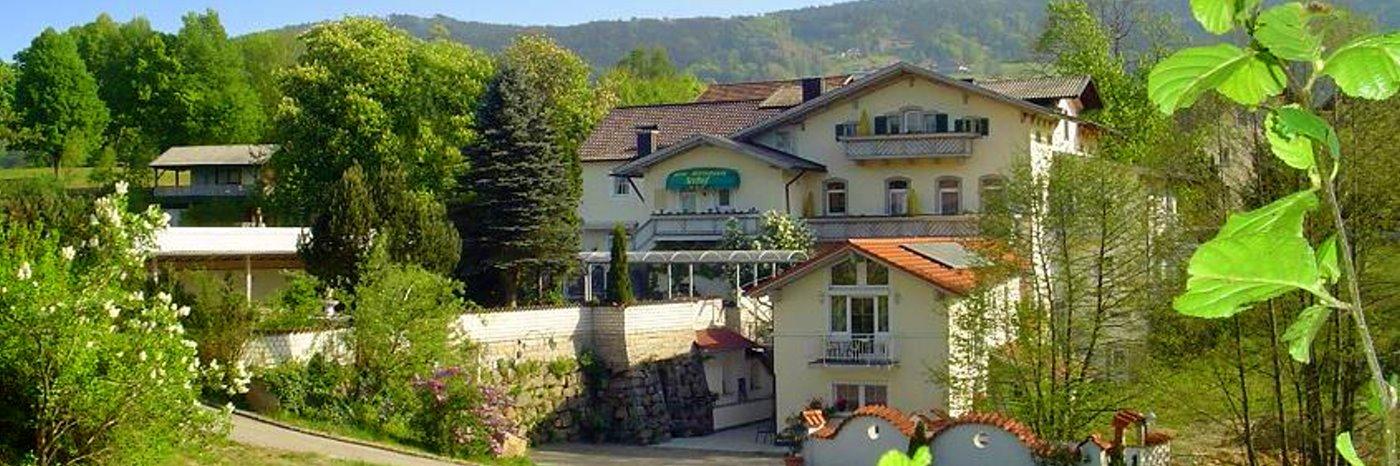 seehof-freudensee-hotel-bayerischer-wald-dreilaendereck-breitbild-1400