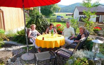 Ferienwohnung im Ferienort in Bayern - Bild ID seidl-gleissenberg-ferienwohnung-ferienort-bayern-bayerwald-garten