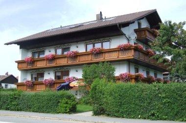 sonnenhof-pension-biker-berg-geisskopf-ansicht-sommer-380