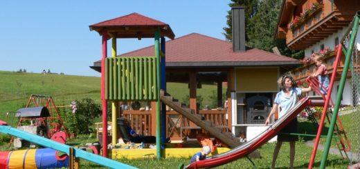 spannbauer-ferienwohnungen-dreiländereck-kinder-spielplatz