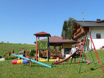 Kinder Spielplatz der Adalbert-Stifter Radweg Ferienwohnung