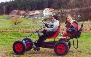 Ferien mit Kleinkind - Bild ID: sponfeldner-bauernhof-reisen-baby-bayerischer-wald