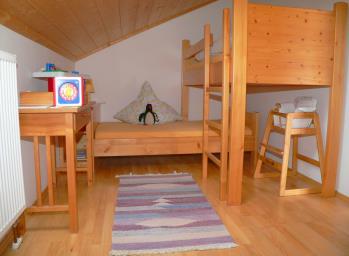 sponfeldner-bauernhof-unterkunft-ostbayern-kinderzimmer