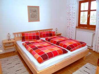 sponfeldner-ferienwohnung-bayerischer-wald-schlafzimmer