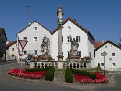 Urlaub in Stamsried Oberpfalz Ferien - Bild marktplatz-denkmal-saule