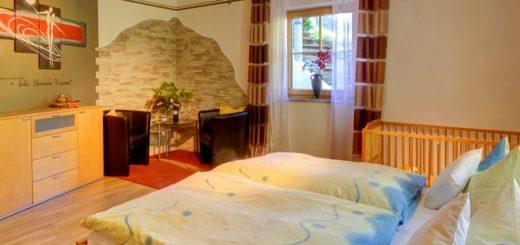 sterl-ferienwohnungen-hauzenberg-unterkunft-wegscheid-sessel-breitbild