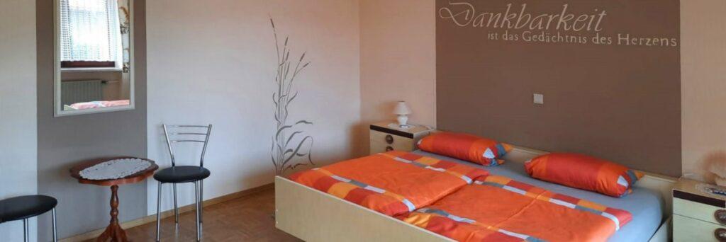 Schlafzimmer der Unterkunft in Sattelpeilnstein - Ferienwohnung bei Traitsching