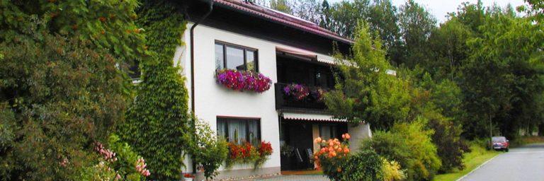 stocker-ferienwohnung-sattelpeilstein-bergdorf-bayerischer-wald