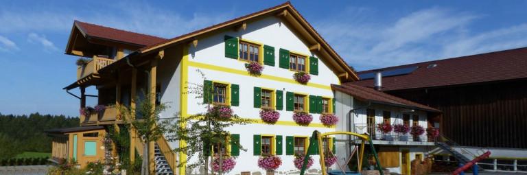 strickerhof-ferienhof-bayerischer-wald-ferienhaus-ansicht