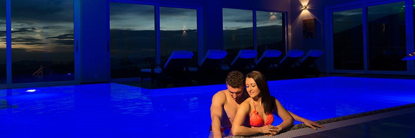 thula-niederbayern-wellnesshotel-bayerischer-wald-hallenbad-pool