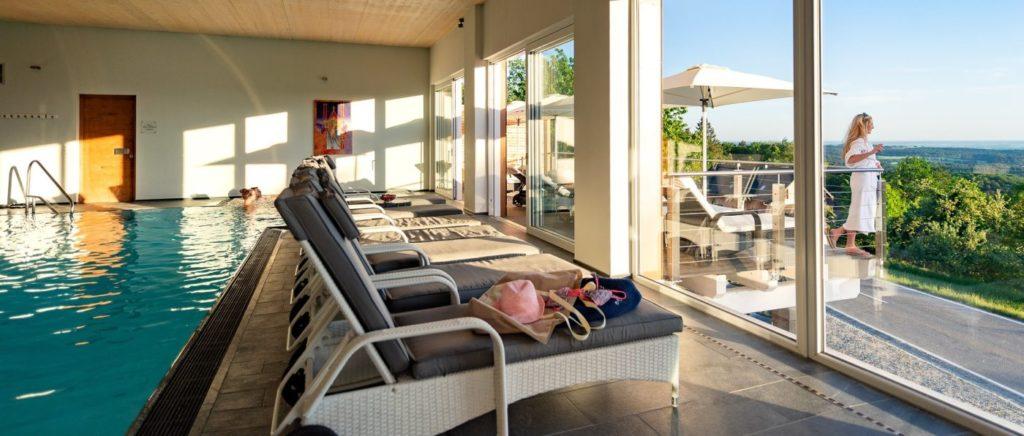 Schwimmbad im Sporthotel bei Deggendorf in Niederbayern