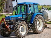 Traktor fahren am Familienurlaub Bauernhof Bayern