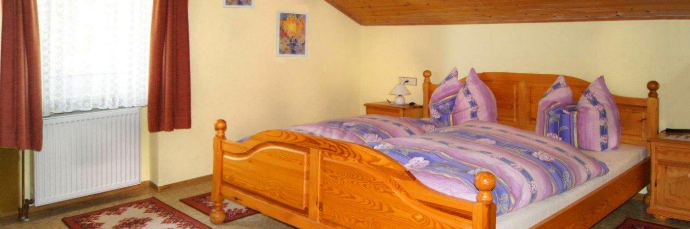 wagner-gfäll-bauernhof-falkenstein-ferienwohnungen-oberpfalz-schlafzimmer