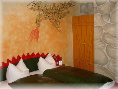 waldesruh-drachenzimmer-furth-schlafzimmer-urlaub-doppelzimmer-deutschland