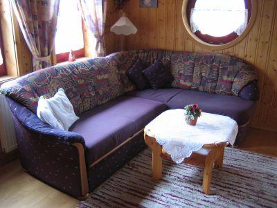 waldmünchen-feriendorfanlagen-bayern-wohnzimmer-couch-400