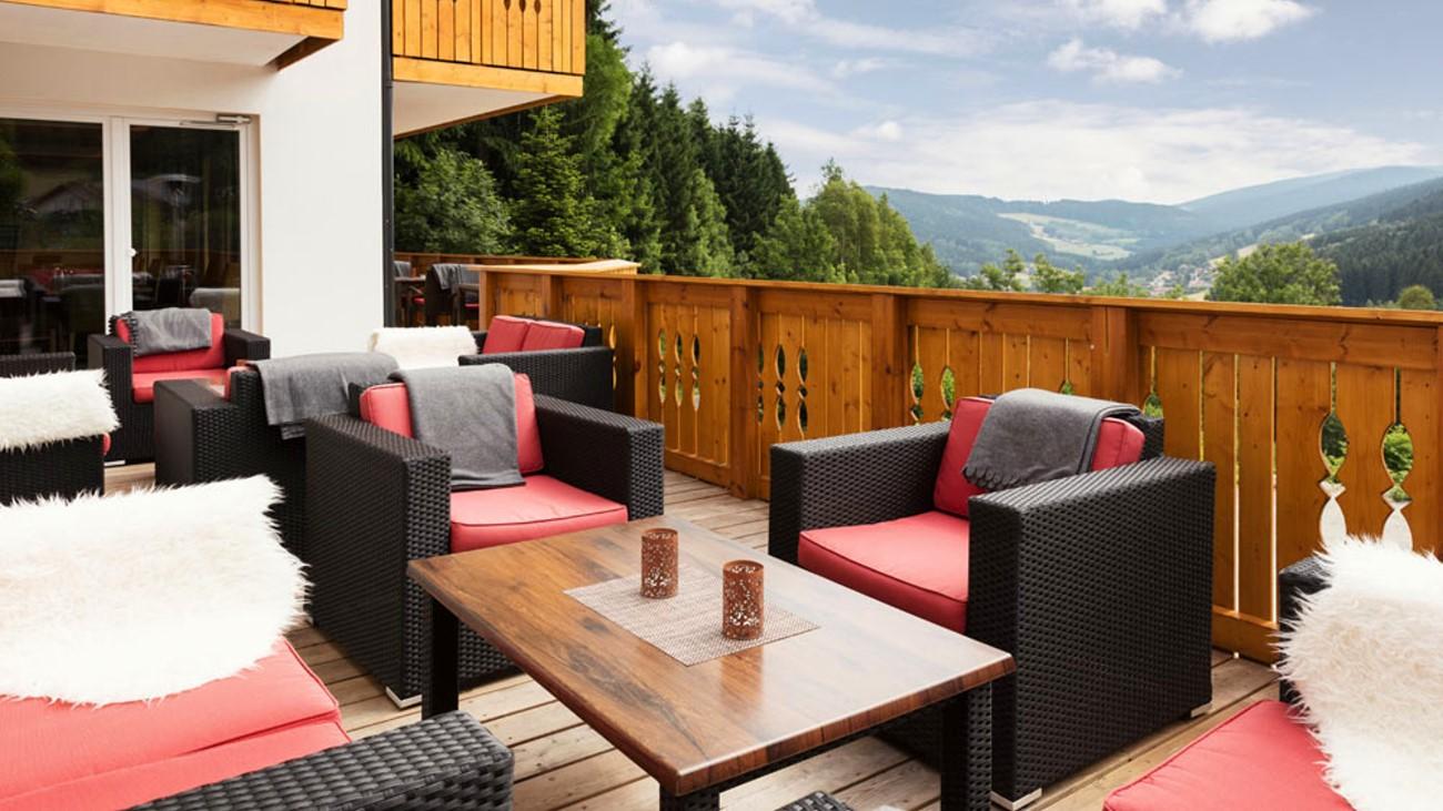 waldschlössl-sporthotel-woidlounge-bayerischer-wald-terrasse-1300