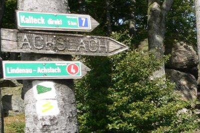wanderurlaub-bayerischer-wald-wegweiser-wanderrouten