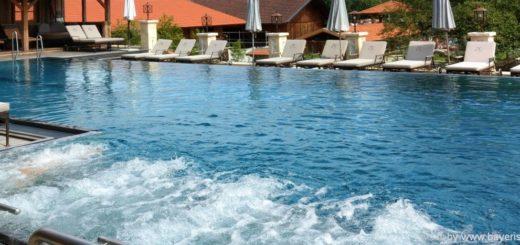 wellnessurlaub-bayerischer-wald-schwimmbad-niederbayern-whirl-pool