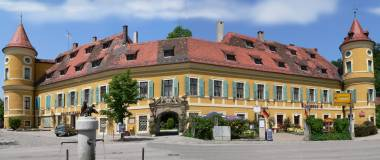 wiesent-worth-donau-historische-bauwerke-schloss-wiesent-panorama-380