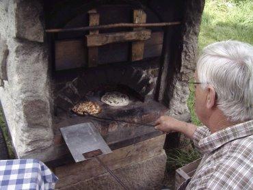 Kinder Erlebnis Ferienwohnungen Steinbackofen Sengzelten backen