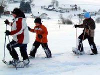 Schneeschuhwandern im Winter Familienurlaub