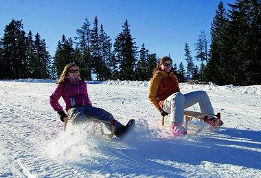 winterurlaub-bayerischer-wald-rodeln-am-arber-380