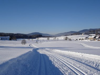 winterurlaub-skiurlaub-langlauf-loipe